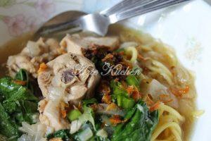 mee sup azie kitchen